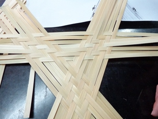 學生互相切磋三角編之變化