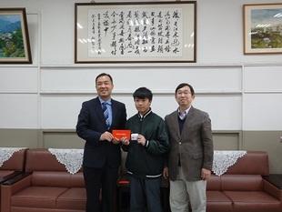 大屯扶輪社頒發102學年度教育獎助學金