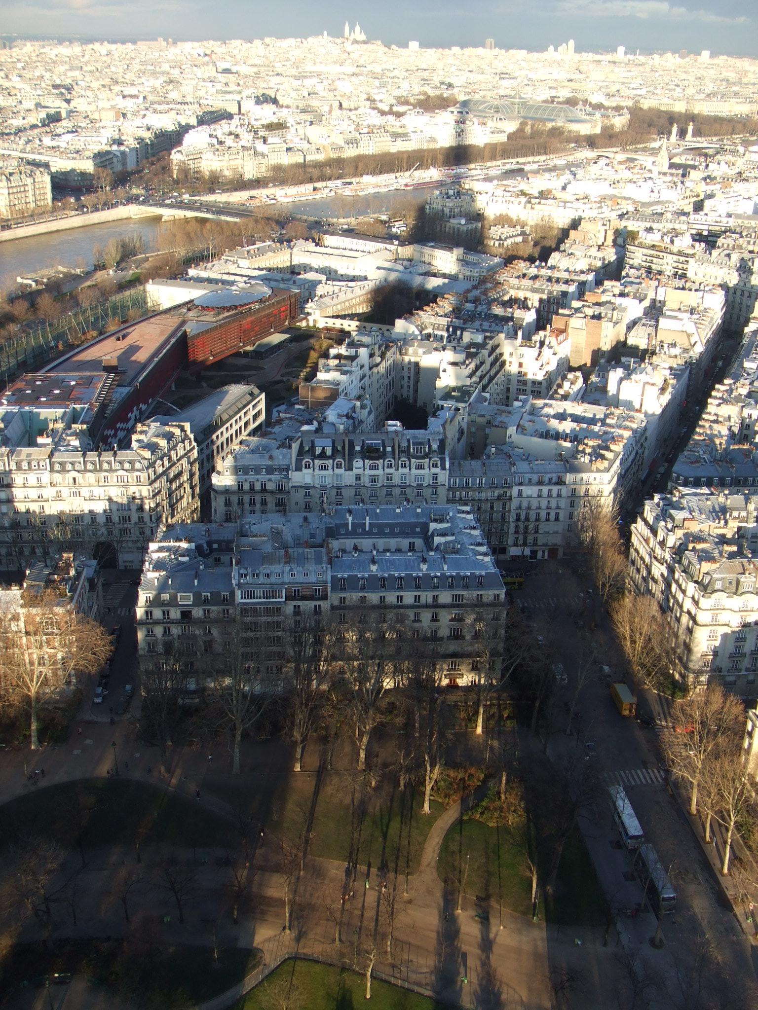 巴黎鐵塔的倒影