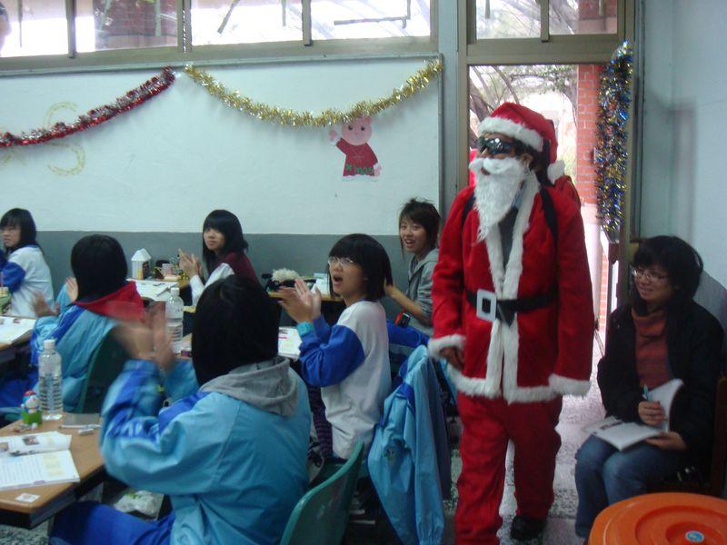 97聖誕節活動-聖誕老公公分享喜悅7