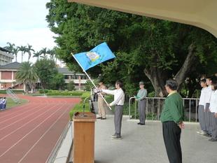 授旗代表森林三甲何品穎舞旗